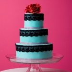 How fashion trends influence wedding cake design